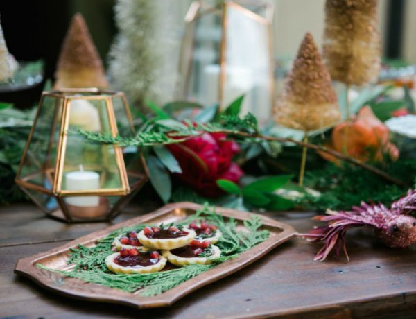 How To Decorate Your Dining Room Table This Christmas
